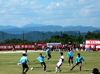 29 Oct 06 - Fagiano Okayama in the white take on Sagawa Chugoku