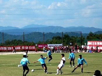 29 Oct 06 - Fagiano Okayama in the white take on Sagawa Chugoku