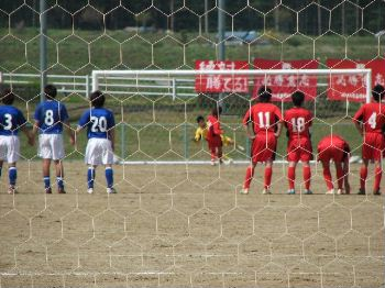 29 Apr 07 - FC Antelope put away a penalty against Ohara School