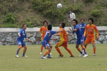 22 Apr 07 - Okinawa Kariyushi in orange pull off a shock against V Varen