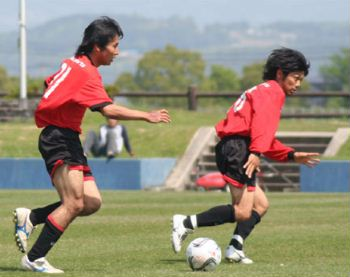 29 Apr 07 - Mitsubishi Nagasaki on the way to defeat at Kumamoto Teachers