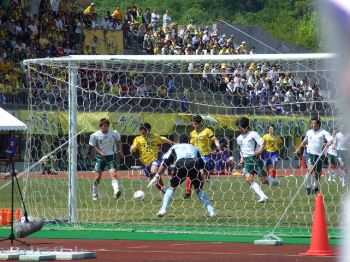 29 Apr 07 - Tochigi in yellow on the attack against Gifu