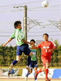 29 Oct 06 - Kohei Masumoto gets in a header for Tottori against Rosso