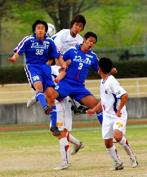 30 Apr 06 - Kanagawa Teachers in blue take on FC Machida Zelvia