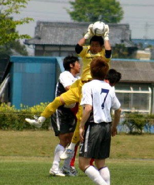 30 Apr 06 - Yaita SC on the defensive against Luminozo Sayama
