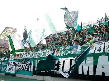 30 Jun 07 - Matsumoto Yamaga fans celebrate at Nagano Parceiro