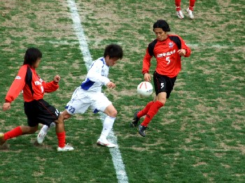 31 Mar 07 - Alo's Hokuriku's Shota Kanno on the attack against Arte Takasaki