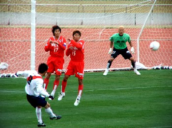 31 Mar 07 - Tomohiro Kato hits a free kick for FC Kariya