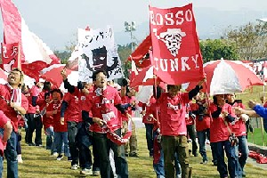 27 Nov 05 - The Rosso Army on the march before the game with Fagiano Okayama