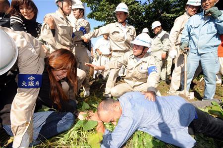 壊されていく畑を必死で守ろうとする保育園関係者