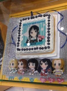 このケーキ食べる時どうやって食べてるのかな?クリームからペロペロ?