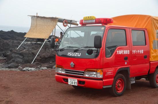 監視員と消防車