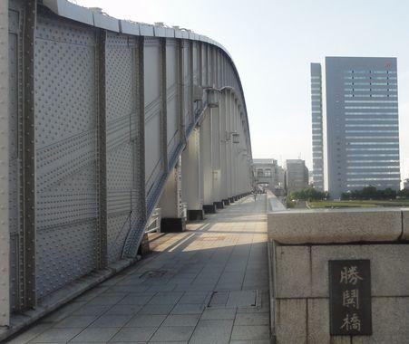 場所は勝鬨橋