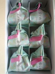 和菓子は包み紙にも気を使います