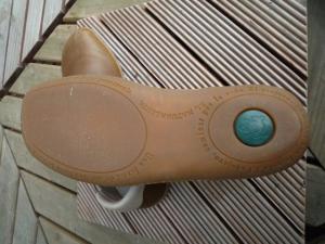 靴底は天然ゴム
