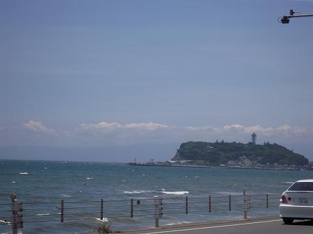 七里ガ浜からみた江ノ島♪