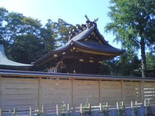 拝殿裏の高台