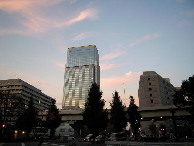 日本橋三井タワーを眺めて