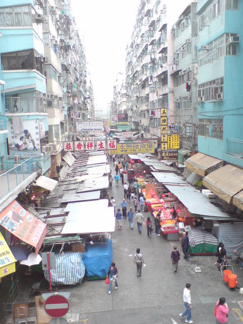 香港ジャッキーが落っこちてきそうな街並み