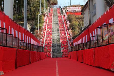 百段階段でひなまつり