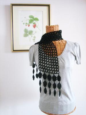 リーフモチーフのネット編みスカーフ01