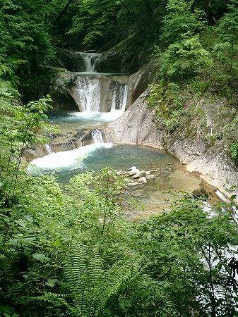 七ツ釜五段の滝(上方より)