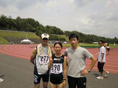土岐市陸上競技場にて (左から T口さん、私、K田さん)