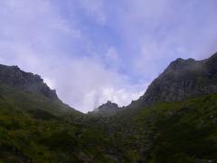 焼岳を見上げる