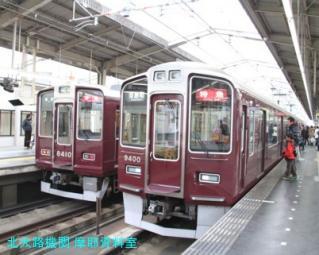 阪急電車の写真が傾いているが電話中だったから 10