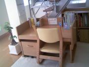 左利きの子の机1