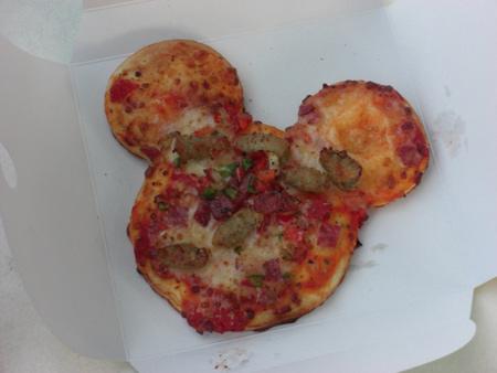 ミッキー型ピザ