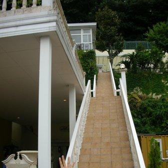 この階段・・・