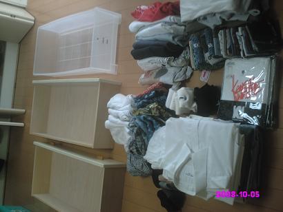引き出しの衣類をすべて出す