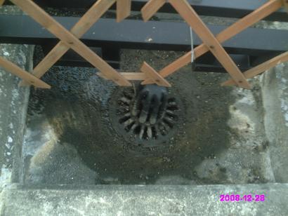 ルーフバルコニー排水溝 掃除後