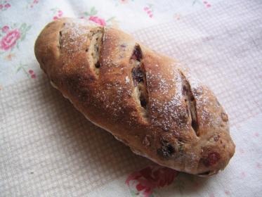 くるみとクランベリーのずんぐりパン