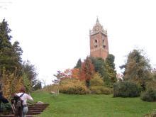 丘の上の塔