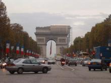 シャンゼリゼ通りと凱旋門