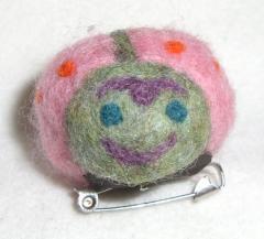 テントウ虫ブローチ (変な顔A) 2