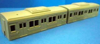 10-000系 中間車 黄緑帯塗装終了