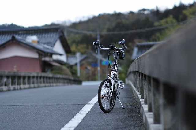 橋の上で休憩