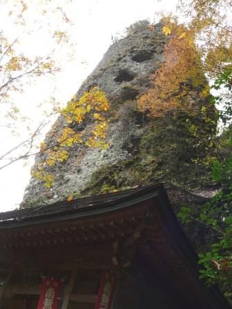 礫岩峰と紅葉 3