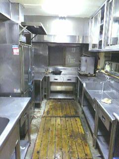 清掃後のキッチン内