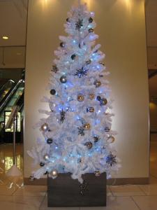 秋田キャッスルホテルさんのロビーに飾られたツリーです。