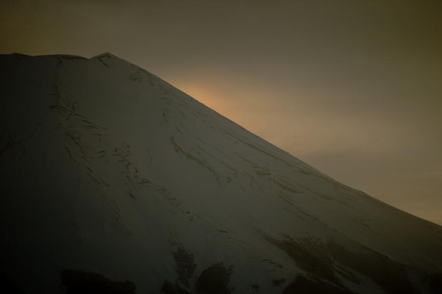 03 05 富士山 彩雲 D70s (62)