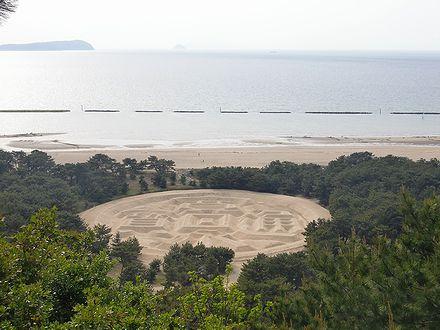 琴弾山々頂から見る銭形砂絵
