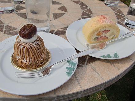 モンブランとフルーツロールケーキ