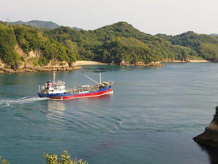伯方島と鵜島に挟まれた船折瀬戸