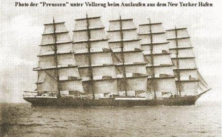 大きな帆船。