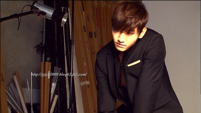 11tvxq-0504-kyhd-offshot-153-1.png