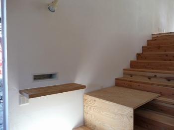 ポストと階段専用棚